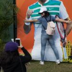 Roger_Federer_Fan_Miami_Open_Tennis_plaza