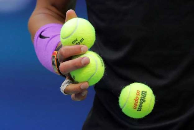Why do men reject more Tennisballs than women on Tour